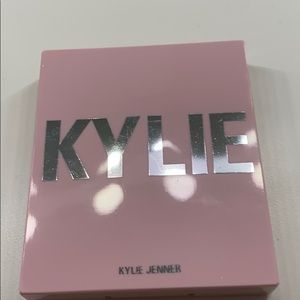 "Kylie blush in shade ""we're going shopping"""